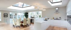 20 Beautiful Kitchen Designs With Skylights There's no doubt that natural light is definitely the best light. Here are 20 beautiful kitchen designs with skylights. Beautiful Kitchen Designs, Beautiful Kitchens, Roof Design, House Design, Flat Roof Skylights, Kitchen Skylights, Green Roof System, Roof Lantern, Lantern Lighting