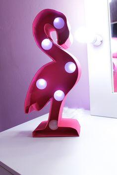 luminária de flamingo faça voce mesmo luminária de flamingo feita com papel paraná. As luzes da luminária são com pisca pisca e bolinha de desodorante diy decoração faça você mesmo luminária