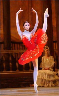 "Svetlana Zakharova as Kitri in ""Don Quixote"" (Bolshoi Ballet)"