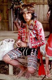 A Tigwa Manobo leader in his traditional dress. (photo by Hans Brandeis)