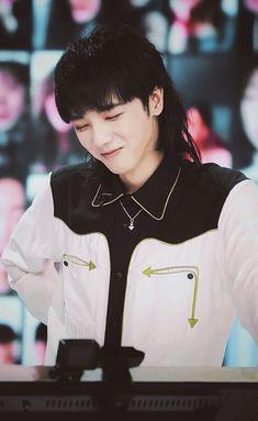 Chen, Flower, Ulzzang, Artist, Asia, Dramas, Celebrities, Idol, Guy Celebrities