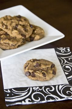Reese, these are VEGAN: Naturally Sweet Recipes: Deliciously Healthy Chocolate Chip Cookies Vegan Chocolate Cupcakes, Healthy Chocolate Chip Cookies, Sugar Free Chocolate Chips, Chocolate Bars, Chocolate Hazelnut, Sugar Free Recipes, Sweet Recipes, Yummy Recipes, Healthy Recipes
