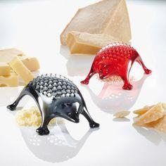 O Kasimir Cheese Grater, o ralador de queijo em formato de porco espinho da marca alemã Koziol.