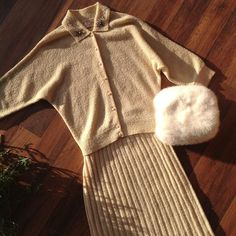 """Snow camouflage  40s cream knit set M/L 29"""" waist 40"""" bust (with some stretch) $95 White mink muff $46 #40ssstyle #40sset #vintageknit #vintagemuff #mink #winterstyle #vintagestyle #instasale #truevintage #luckydrygoods #shopvintage #seattlevintage"""