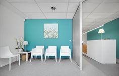 kinesitherapie praktijk te Rotselaar #revalidation #interior design #steentapijt #waitingroom #architecture #medicalpractice #receptiondesk