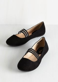 The World is My Plié Ground Flat in Black. Walk, dance, or twirl your way to free-spirited fun in these simple black ballet flats. #black #modcloth