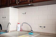 Špina z digestoru aj mastnota z kuchynskej linky zmizne v okamihu: Vďaka týmto trikom bude kuchyňa žiariť čistotou za každých okolností! Diy And Crafts, Sink, Home And Garden, Home Decor, Kitchen Ideas, Tips, Vessel Sink, Sink Tops, Interior Design