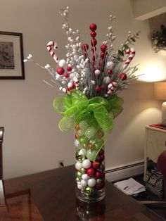 35 Simple Beautiful Christmas Centerpieces Ideas That Every People Could Make Itself - Christmas Table Centerpieces, Easy Christmas Decorations, Dollar Store Christmas, Christmas Arrangements, Noel Christmas, Diy Christmas Ornaments, Simple Christmas, Beautiful Christmas, Christmas Wreaths