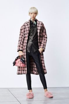 The complete Ermanno Scervino Pre-Fall 2018 fashion show now on Vogue Runway. Vogue Fashion, Fashion Week, Paris Fashion, Runway Fashion, Womens Fashion, Autumn Fashion 2018, Spring Fashion, Scottish Fashion, Ermanno Scervino