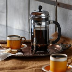 The original coffee press with a new polished look. Brews up to 8 cups of rich, flavorful coffee.