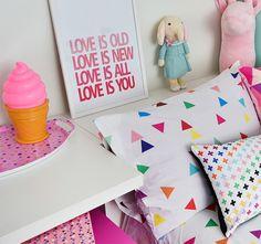 Você salvou em O Quarto deve refletir o MUNDO da Criança O #Quarto deve refletir o mundo da #criança, ser seu cantinho favorito no Mundo! Projeto: Uêbaa Design Roupa de cama e almofadas: Mooui Brinquedos e Acessórios: Mimoo Toys´n Dolls Foto: Sidney Doll Produção: Fernanda Emmerick Realização: Mix Conteúdo para Mimoo Toys´n Dolls #quartoinfantil #quartodecriança #decoração moderninha #decoraçãoinfantil #decoração #brinquedoteca #alittlelovelycompany