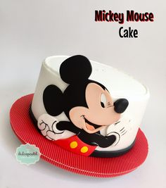 Torta Mickey Mouse Cake by Giovanna Carrillo Bolo Mickey, Mickey Mouse Birthday Cake, Birthday Cake Decorating, Fondant, No Cook Desserts, Fun Cupcakes, Food Trends, Cute Cakes, Themed Cakes