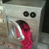 I want to make this! DIY Furniture Plan from Ana-White.com As you have requested, here are plans for a toy washing machine, just in time for the Holidays. If you have been working on other projects, save your scraps. You just need a few scraps to build this super cute gift idea! Special thanks to our readers for the photos.