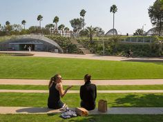 From beachfront parks in Santa Monica to hillside spots in Griffith Park with city views, these are the best places to lay down a blanket and dig into a picnic spread. Great Places, Places To Go, Palisades Park, Griffith Park, I Love La, Picnic Spot, Living In La, City Of Angels, Free Things To Do