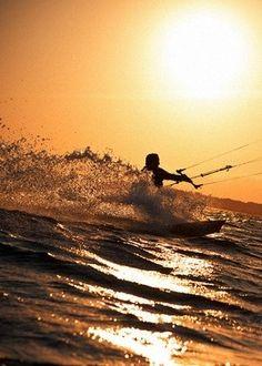 Come kitesurf with us!