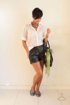 Look do dia: short de couro   camisa   Melissa Virtue