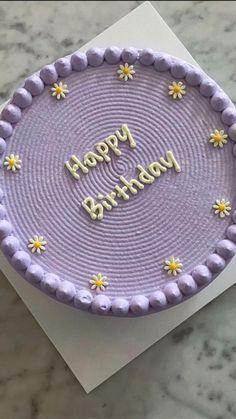Pretty Birthday Cakes, Pretty Cakes, Cute Cakes, Beautiful Cakes, Teen Birthday Cakes, Birthday Room Decorations, K Food, 20th Birthday, Floral Cake
