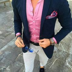 Men wears navy blue jacket, pink shirt & light grey pants color coordination for men who seeking for amazing men fashion with semi formal appearance
