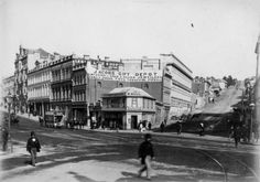 The intersection of High and Princes Streets, Dunedin. High street runs up on the right. Commercial buildings are in the middle ground with the bus. Street Run, Street View, Bar Ideas, Historical Photos, Kiwi, Family Photographer, Old Photos, New Zealand, Evolution