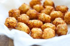 Homemade Tater Tots - (Say goodbye to those frozen bags of tater tots. This homemade version is so easy, freezer-friendly and way better than store-bought!) l Damn Delicious Homemade Tater Tots, Cheesy Tater Tots, Tater Tot Recipes, Potato Recipes, Tastee Recipe, Brunch, How To Cook Potatoes, Diy Food, Holiday Recipes