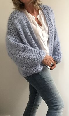 Hand Knitted Sweaters, Knitted Poncho, Chunky Cardigan, Knit Cardigan, Vintage Crochet Patterns, Knitting Patterns, Handgestrickte Pullover, Stitch Fit, Crochet Fashion