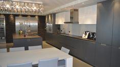 Vivienda equipada con el modelo de cocina MINOS lacado gris basalto y blanco de Santos.