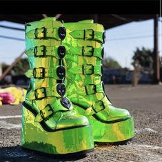 DUNE 👽💚 almost sold out 💚👽 limited pairs left 👽💚 💚👽 Dr Shoes, Goth Shoes, Crazy Shoes, Me Too Shoes, Edm Outfits, Grunge Outfits, Fashion Wear, Fashion Shoes, High Platform Shoes