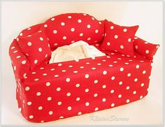 Rot mit weißen Punkten - Taschentuchsofa von KleineSterne auf DaWanda.com