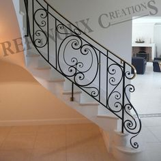 Rampe d'escalier fer forgé MEDAILLON Stair Handrail, Staircase Railings, Spiral Staircase, Stairways, Balcony Grill, Living Room Partition, Backyard Garden Landscape, Stair Decor, Railing Design