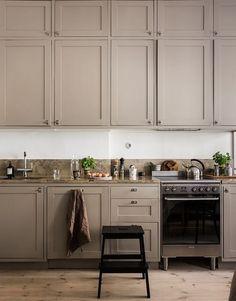Tuscan design – Mediterranean Home Decor Home Decor Kitchen, Interior Design Kitchen, New Kitchen, Home Kitchens, Kitchen Dining, Swedish Kitchen, Galley Kitchens, Kitchen Cabinetry, Interior Ideas