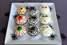 The kids and I are going to make some Halloween cupcakes this morning! Halloween Cupcake Toppers, Halloween Party Treats, Halloween Cakes, Halloween Fun, Halloween Decorations, Cake Decorating Classes, Wilton Cake Decorating, Cookie Decorating, Fall Cakes