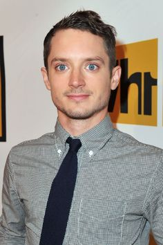 Elijah Wood - such beautiful gay eyes! Beautiful Blue Eyes, Pretty Eyes, Beautiful People, Elijah Wood, Blue Ties, Photo On Wood, Attractive Men, Celebrity Crush, Movies
