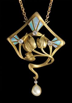 ART NOUVEAU Superb Brooch-Pendant In the style of Georges Fouquet Gold, Opal, Diamond Pearl. H: 6.6 cm (2.6 in), W: 4.6 cm (1.81 in), French, ca 1900.