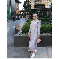 Buyrun boydan paylaşımımiz💙 Kargo Dahil 129tldir. Pamuklu Yazlik Harika Bir Elbise, Kolay Kırışmaz✌ Cok Sınırlı Adette Mevcuttur😘 Hijab Wear, Ootd Hijab, Hijab Chic, Hijab Outfit, Abaya Fashion, Fashion Outfits, Womens Fashion, Modern Hijab, Fashion Vocabulary