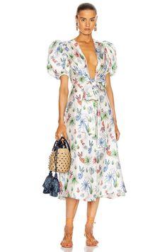 Colorful Heels, Mixing Prints, The Chic, Pattern Fashion, Silk Dress, Designer Dresses, Nice Dresses, Street Wear, Street Style