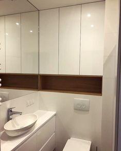 Jeszcze nie dawno w zeszłym roku pracowaliśmy nad zabudową na wysoki połysk w łazience a dziś już prawie ją skończyliśmy. Podoba nam się bardzo mamy nadzieję że na was też zrobi miłe wrażenie  #zabudowa #szafa #szafki #wardrobe #łazienka #bathroom #biel #white #wysokipołysk #połysk #meble #nawymiar #furniture #wnętrza #interior #home #homesweethome #dom #decor #design #photooftheday #stolarz #warszawa #warsaw #poland Miłego wieczoru!