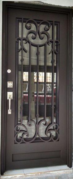 Puerta principal de herrería Grill Door Design, House Gate Design, Door Gate Design, Main Entrance Door, Entry Doors, Iron Front Door, Steel Security Doors, Entry Stairs, Iron Balcony