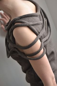 Taupe Sweater - contemporary knitwear design, close up fashion details // Okapi Knits Knitwear Fashion, Crochet Fashion, Knitting Projects, Knitting Patterns, I Cord, Fashion Details, Fashion Trends, Okapi, Fabric Manipulation