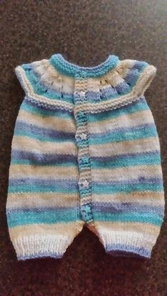 Ravelry: Marianna's All-in-One Romper Suit pattern by marianna mel Baby Romper Pattern Free, Free Baby Patterns, Baby Cardigan Knitting Pattern, Baby Clothes Patterns, Knitted Romper, Baby Knitting Patterns, Knitting Dolls Clothes, Knit Baby Sweaters, Suit Pattern