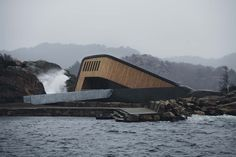 """Southern Norway is home to the world's largest underwater restaurant. Five metres below sea level """"Under"""" in Lindesnes is Europe's first underwater restaurant. Maldives, Cabinet D Architecture, Figurative Kunst, Marine Environment, Concrete Structure, North Sea, Out Of This World, Marine Life, Look Alike"""