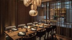 Japanese Chef Sawada brings Michelin-starred chops to Kioku Japanese restaurant in Seoul, with a sushi bar, happening dining room and private dining. Cafe Restaurant, Luxury Restaurant, Japanese Restaurant Design, Restaurant Interior Design, Chinese Restaurant, Dinner Room, Private Dining Room, Dining Rooms, Japanese Interior