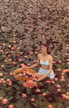 A pretty girl in the Rose Arey pond at Lilypons in the summer. One of Three Springs' over 700 ponds. Poses, Anne Laure, Moda Vintage, Vintage Love, Aesthetic Photo, Summer Aesthetic, 1960s Aesthetic, Flower Aesthetic, Looks Cool