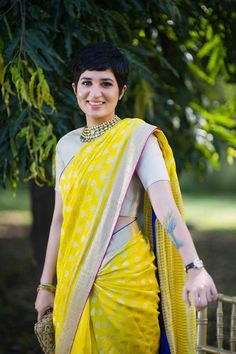 Wearing saree with a suitable hairstyle to make your look stylish. Keep reading to find out 50 best hairstyles for saree with short to long hair. Indian Dresses, Indian Outfits, Ethnic Hairstyles, Pixie Hairstyles, Haircuts, Elegant Saree, Saree Look, Cute Blouses, Indian Attire