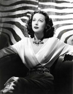 Screen Goddess - Hedy Lamarr, photo by Bert Six Hollywood Stars, Old Hollywood Glamour, Golden Age Of Hollywood, Vintage Hollywood, Classic Hollywood, Jean Harlow, Rita Hayworth, Hedy Lamarr Quote, Hollywood Actresses