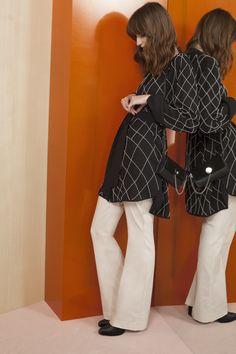 Camisola Narmada  . Pantalon Nilo  . Aros Dal . Cartera Vistula  . Bota Loa Cocktail, Outfits, Pants, Fashion, Nightgown, Fall Winter, Style, Women, Trouser Pants