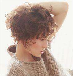 Cheveux court frisé
