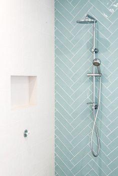 Caroma Urbane Multifunktions-Brausestange mit Kopfbrause - sweet Home - Badezimmer Modern Small Bathrooms, Modern Bathroom Design, Amazing Bathrooms, Modern Bedroom, Small Bedrooms, Bathroom Interior Design, Modern Design, Bad Inspiration, Bathroom Inspiration