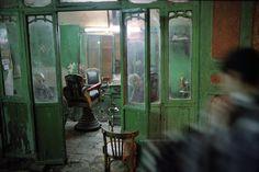 Harry Gruyaert, barber shop, Cairo, 1992