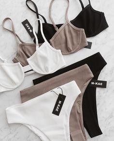 lingerie – Gardening Tips Jolie Lingerie, Pretty Lingerie, Lingerie Set, Lingerie Underwear, Black Underwear, Satin Lingerie, Cute Bikinis, Cute Swimsuits, Summer Bikinis