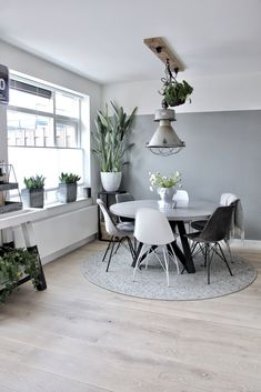 Living Room Themes, Living Room Grey, Open Plan Kitchen Dining, Dinner Room, Grey Walls, Dining Room Design, Dining Table, Room Decor, Interior Design